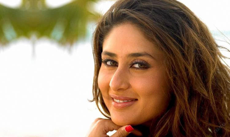Kareena Kapoor Beautiful Face Look Wallpaper