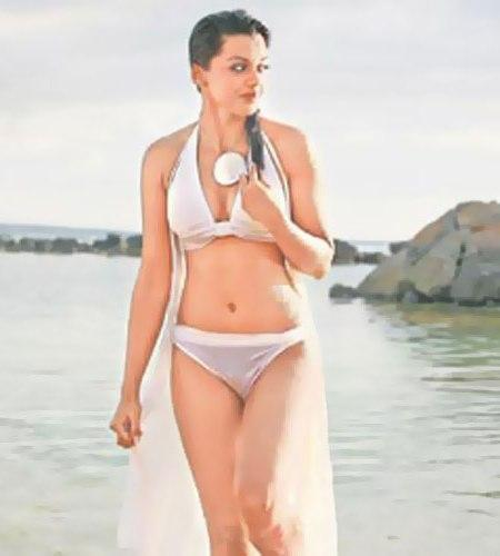 Mugdha Godse Sexy Navel On The Beach