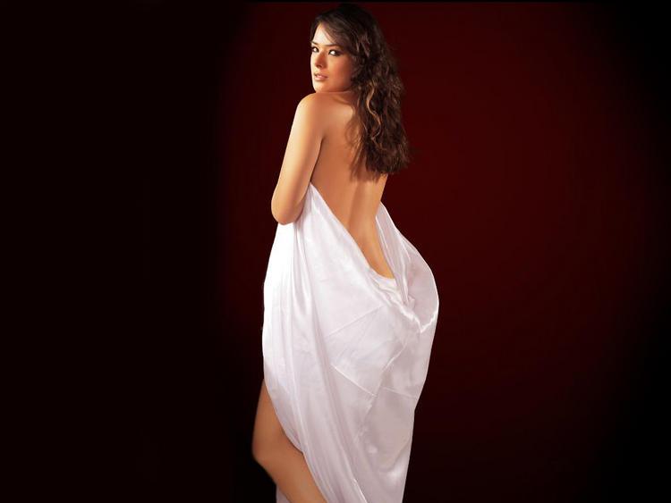 Udita Goswami in backless dress