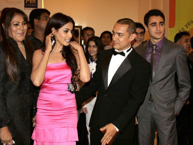 Bollywood Cute Babe Genelia D'souza Pic
