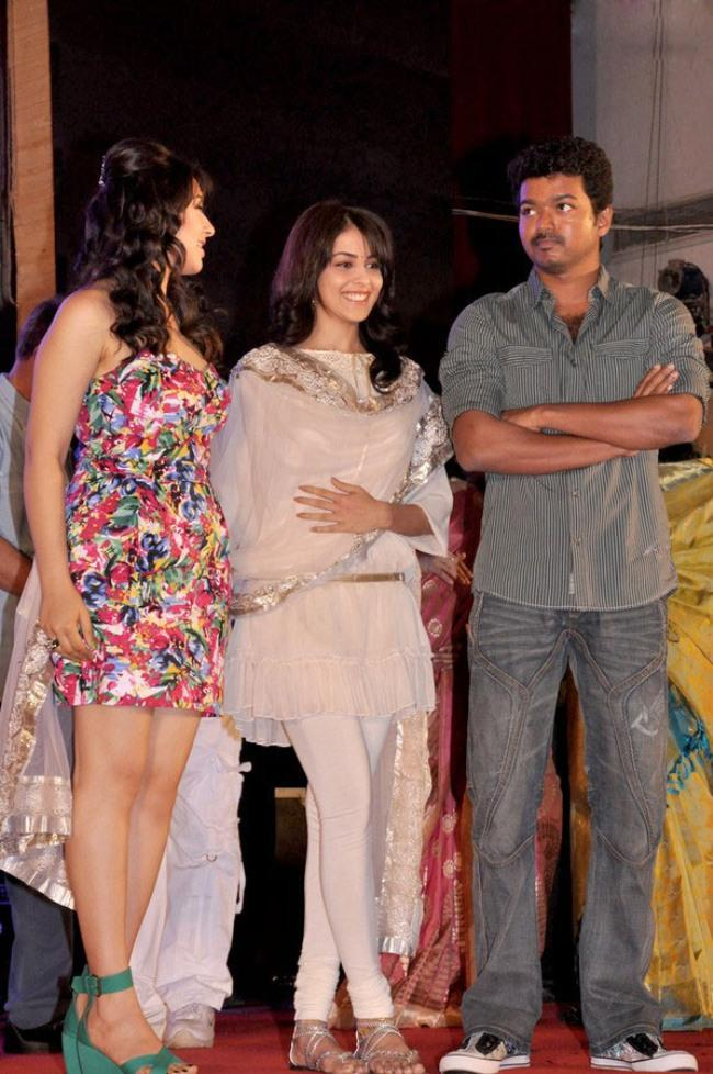 Vijay,Hansika and Genelia at Velayutham Audio Launch Still
