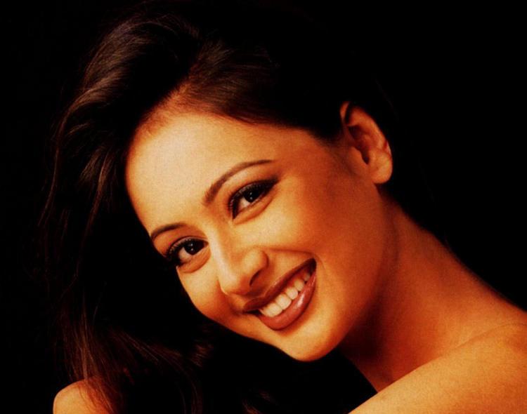 Preeti Jhangiani Sweet Beauty Smile Wallpaper