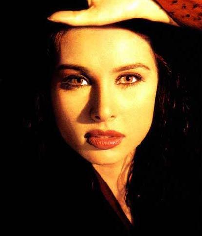 Lisa Ray Sexy Lips and Eyes Wallpaper
