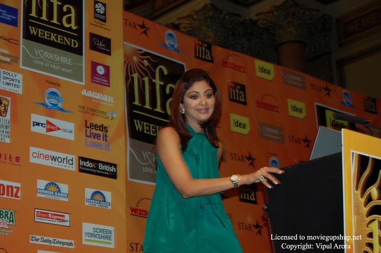 Shilpa Shetty finishing her speech
