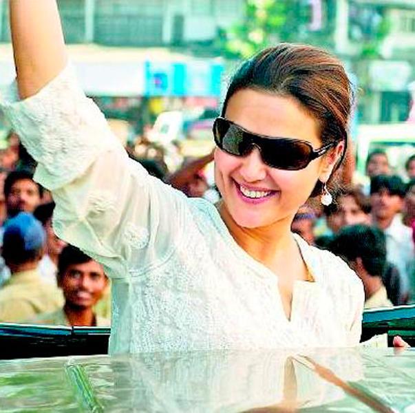 Bubbly Actress Preity Zinta Wallpaper