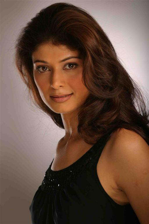 Bolly Beauty Pooja Batra Wallpaper