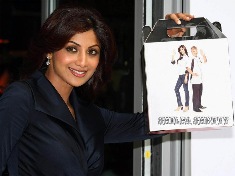 Shilpa Shetty cute smile look