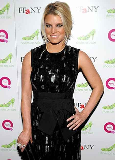 Jessica Simpson Black Dress Picture