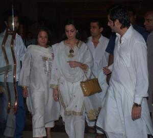 Fardeen Khan with family members