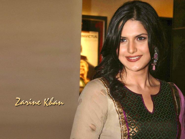 Zarine Khan Looking Very Gorgeous