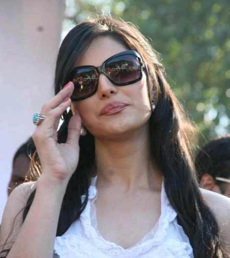 Zarine Khan Hot Stylist Stunning Picture