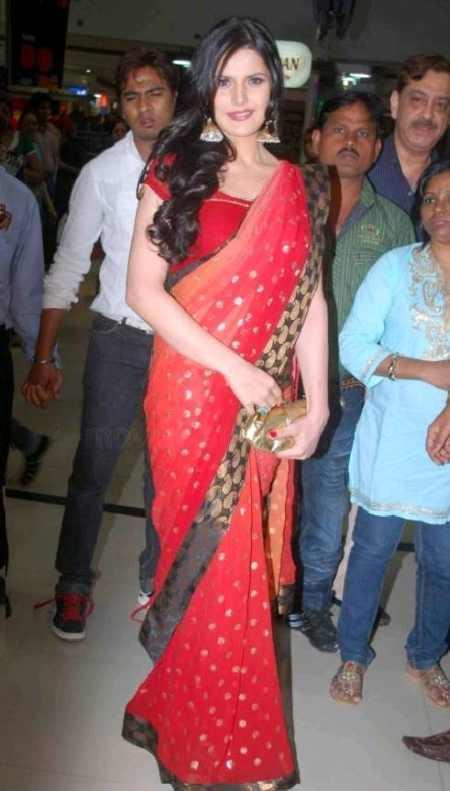 Zarine Khan Gorgeous Red Saree Public Photo