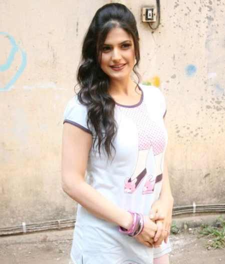 Zarine Khan Hair Style Beauty Smile Pic