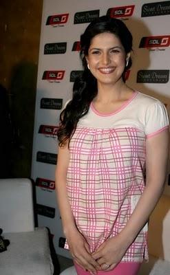 Zarine Khan Smilling Face Look