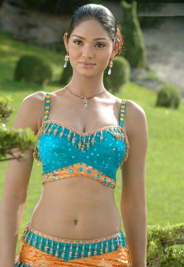 Deepa Chari Sexy Navel Show Pic