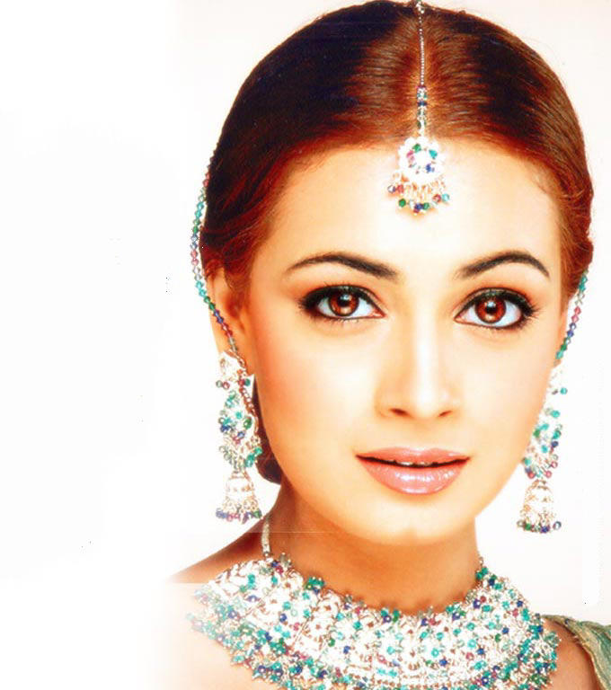 Diya Mirza Nice Beautiful Look Wallpaper