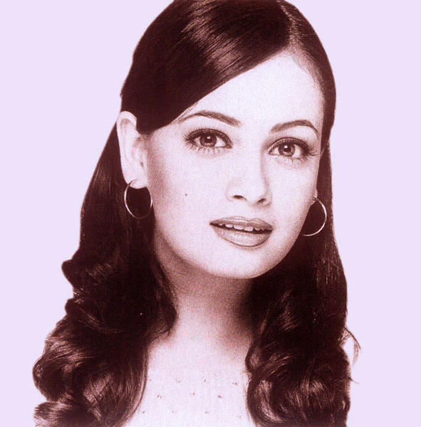 Lovely Diya Mirza Romantic Look Wallapper