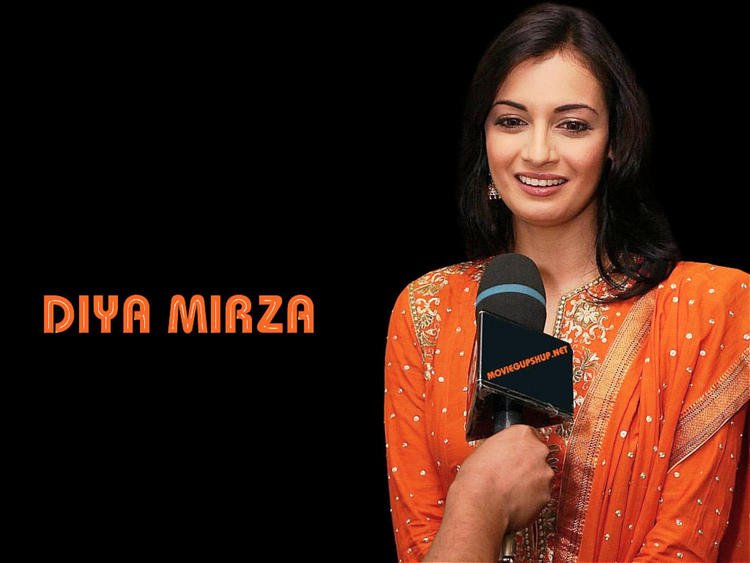 Diya Mirza Cute Beauty Smile Wallpaper
