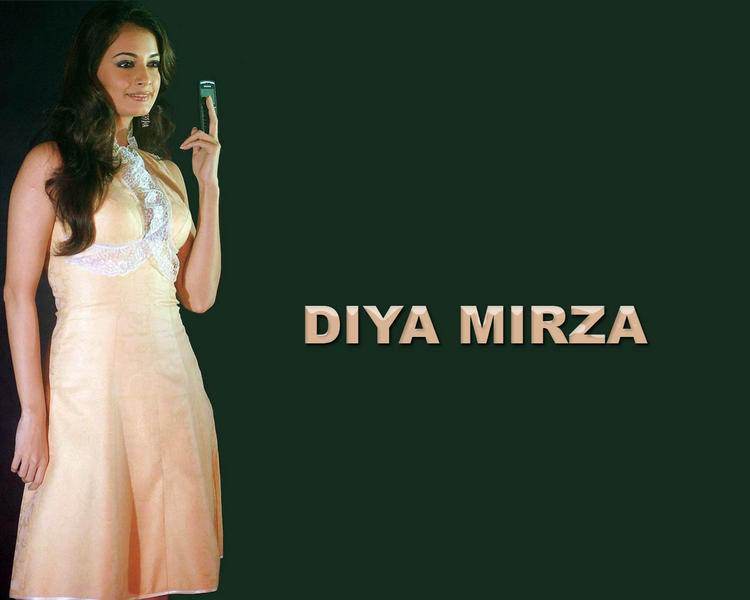 Diya Mirza Cute Hot Wallapper