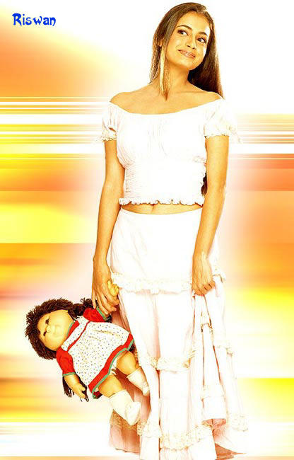 Diya Mirza Latest Cute With Doll Wallpaper