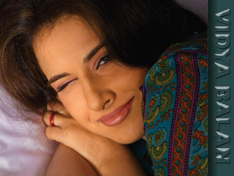 Vidya Balan Romantic Look Wallpaper