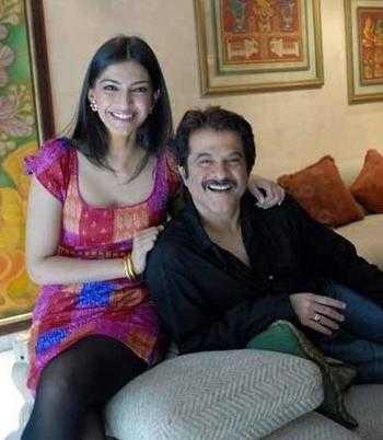 Anil Kapoor and daughter sonam smilling face