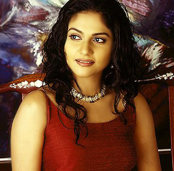 Sizzling Gracy Singh Picture