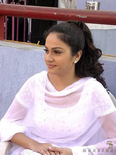 Gracy Singh Beauty Still In White Salwar Suit