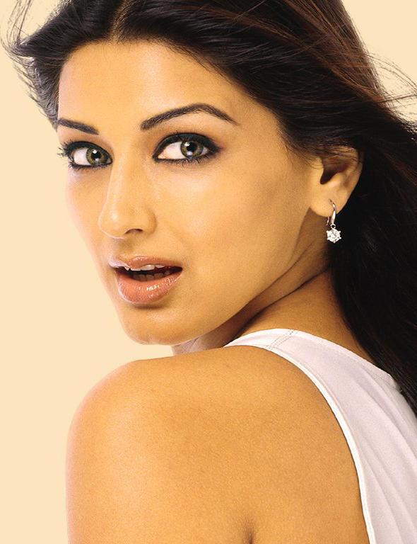 Sonali Bendre Sexy Eyes Look Wallpaper