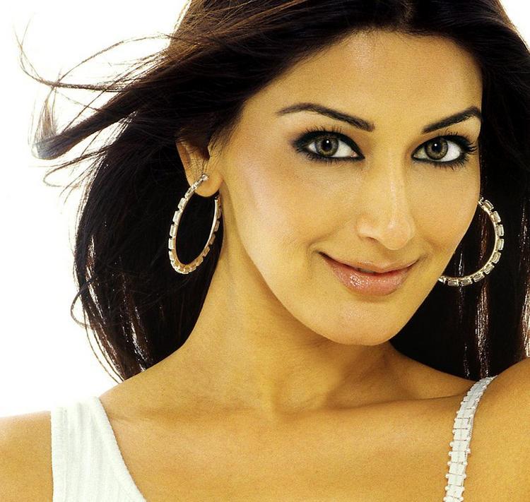 Sonali Bendre Beautiful Eyes Look Wallpaper
