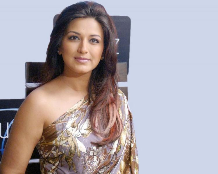 Sonali Bendre Hot Face Look Wallpaper