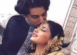 Kunal Singh and Sonali Bendre Hot Kiss Wallpaper