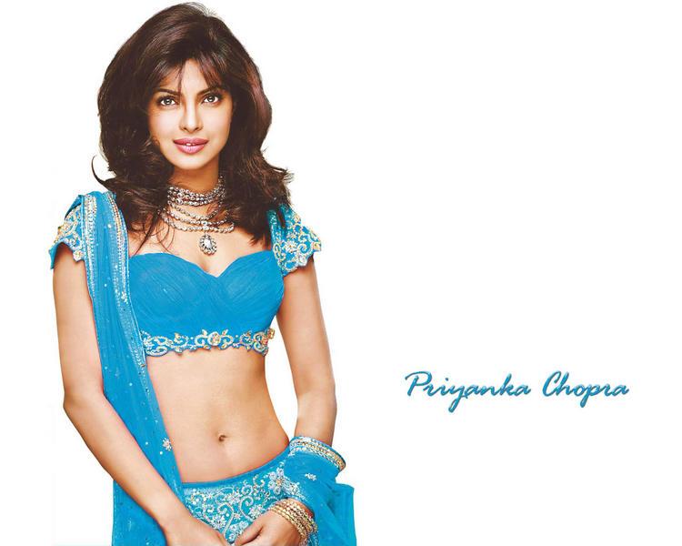 Priyanka Chopra Beautiful Face Look Wallpaper
