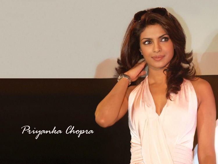 Priyanka Chopra Cute Hair Style Wallpaper