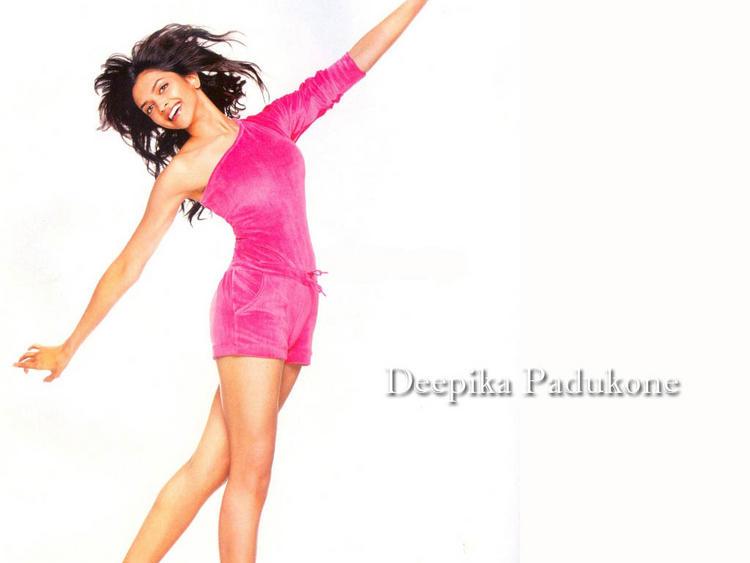 Deepika Padukone Latest Cute Pose Wallpaper