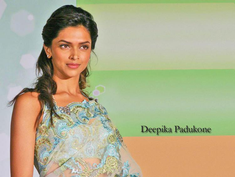 Deepika Padukone Cute Face Wallpaper