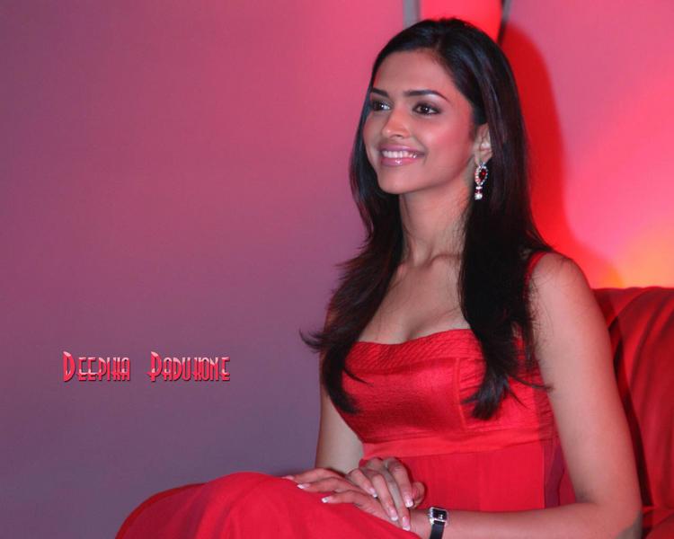 Deepika Padukone Latest Glamour Wallpaper