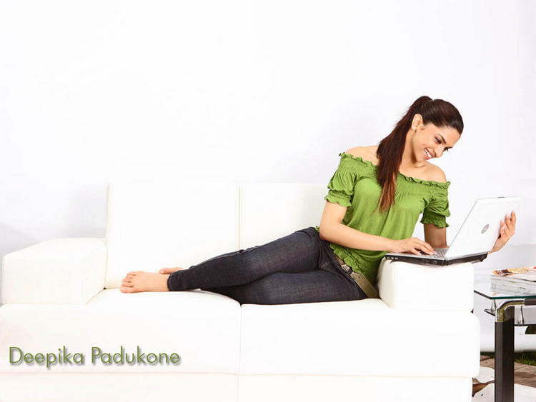Deepika Padukone Latest Wallpaper