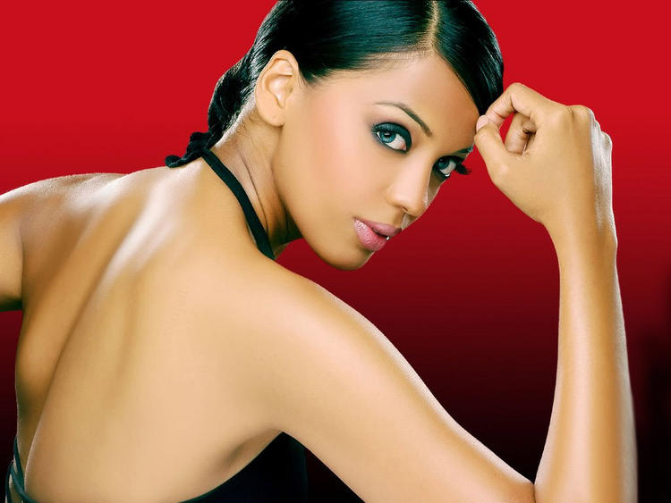 Bollywood Beauty Mugdha Godse Wallpaper