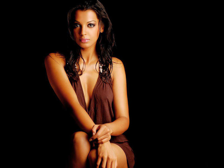 Glam Girl Mugdha Godse Wallpaper