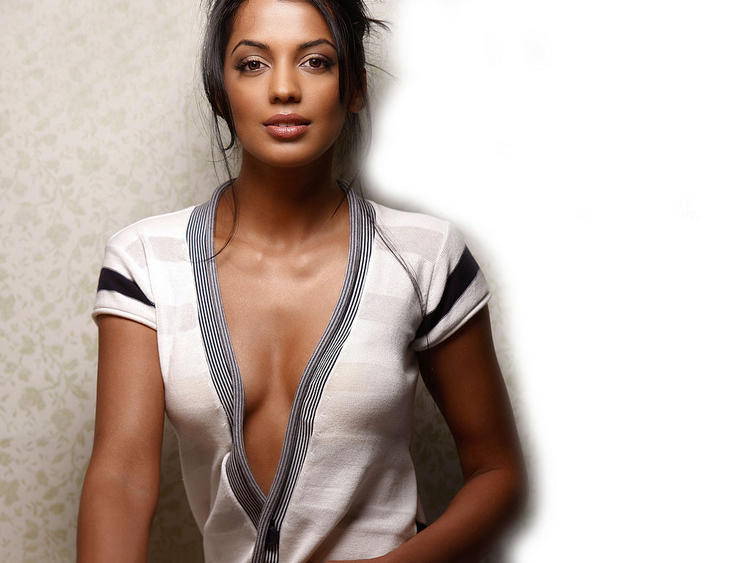 Mugdha Godse Romantic Look Wallpaper