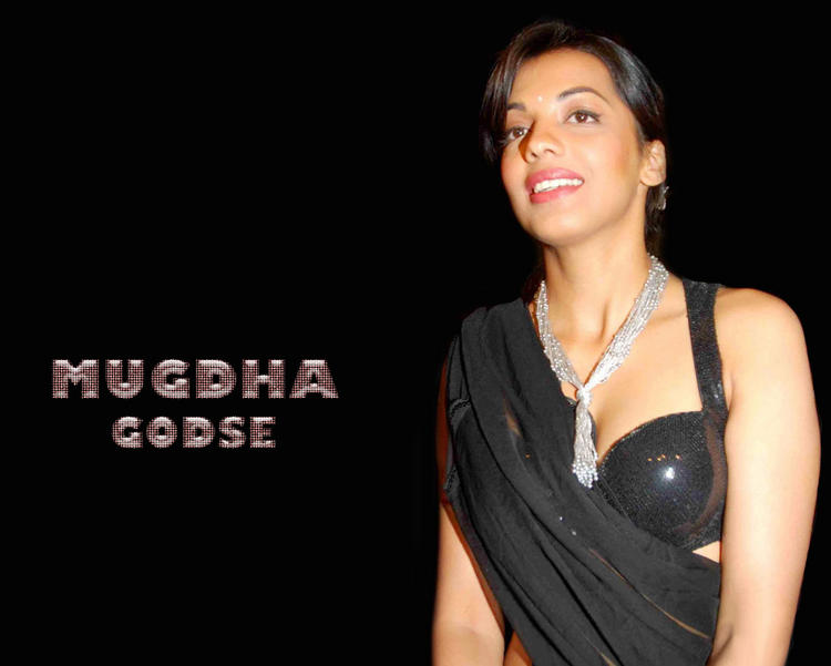 Mugdha Godse Gorgeous Black Saree Wallpaper