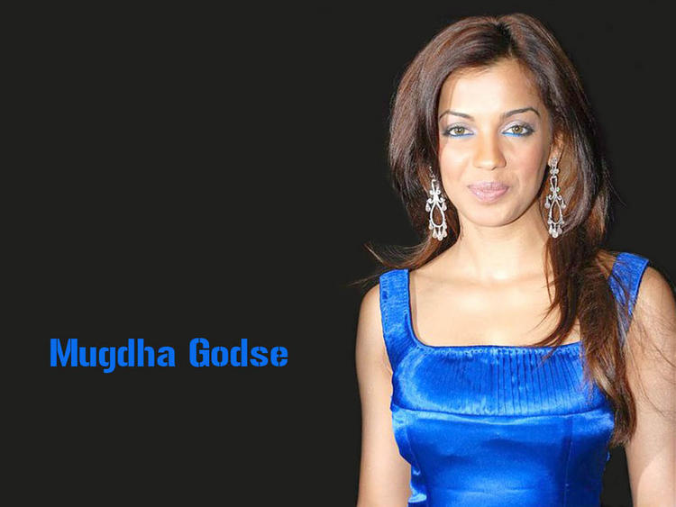 Mugdha Godse Sweet Smile Gorgeous Wallpaper