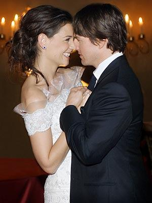 Tom Cruise and Katie Holmes Romance Photo