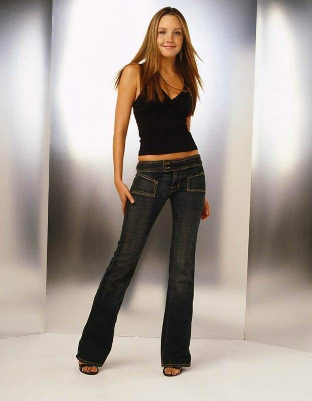 Amanda Bynes T Shirt Hot Photo Shoot