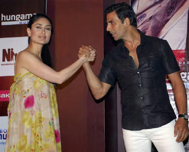 Actors Akshay Kumar and Kareena Kapoor Glamour Photo
