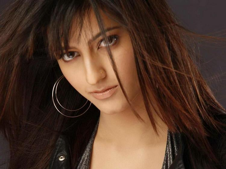 Shruti Haasan Hot Look Wallpaper