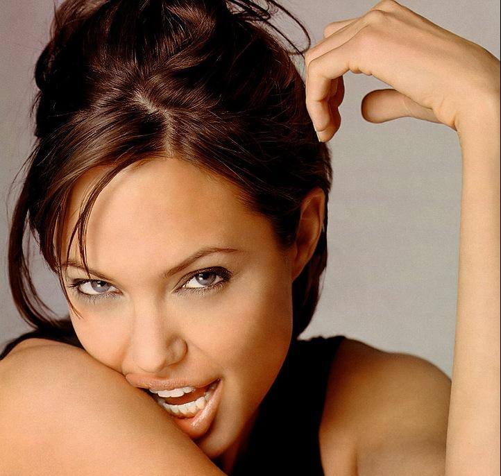 Angelina Jolie Romantic Face Pic
