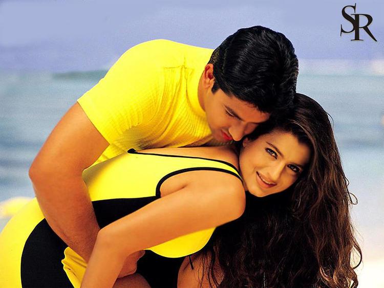 Amisha Patel and Aftab Shivdasani Yellow Dress Wallpaper