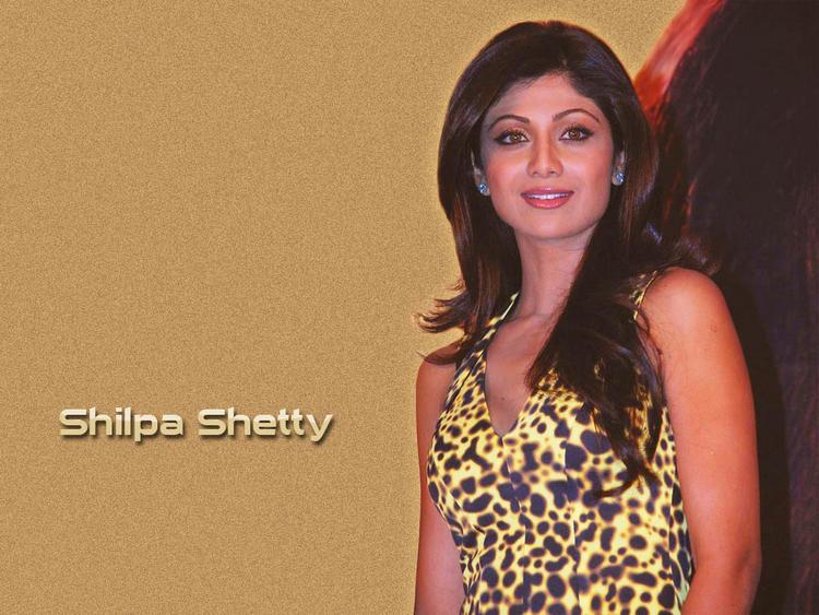 Shilpa Shetty Sweet Smile Glamour Wallpaper